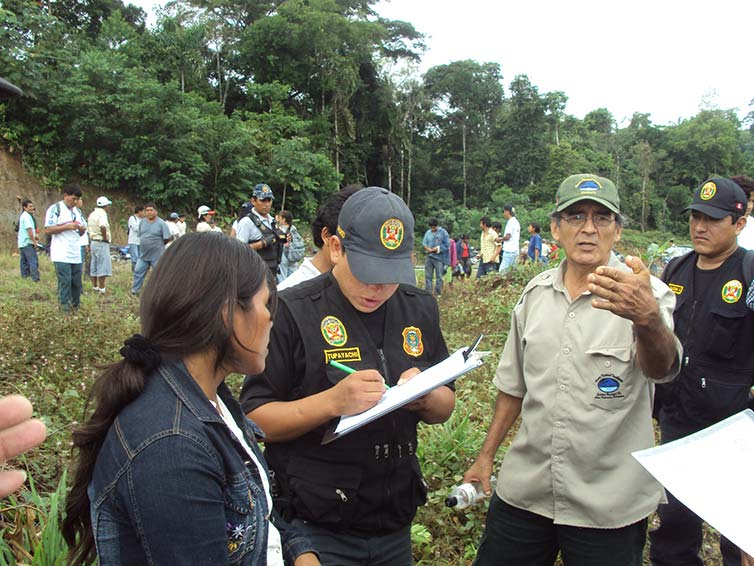 Policing action in the Tambopata Buffer Zone, Madre de Dios, 2009. Photograph by Y. Da Rod