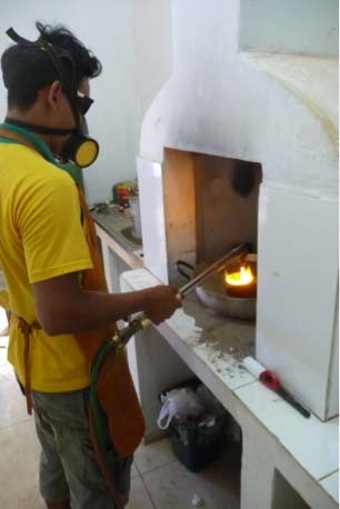 Burning amalgam while taking into account safety measures. Riberalta, Peru 2013. Photograph by M. de Theije
